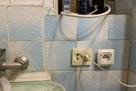 kotsyubinskoho 9 old bathroom