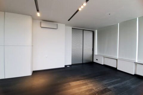 spacious room with airconditioner