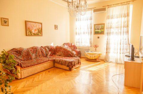 Living room Antonovycha 10
