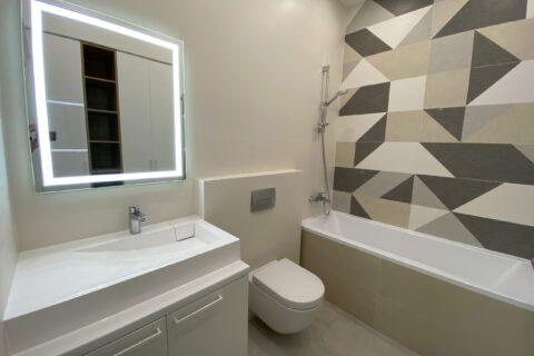 light mirrow and toilet