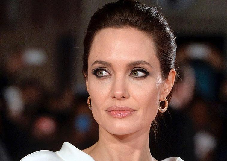 Щеки Анджелины Джоли