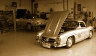 Wartungsarbeiten bei einem Mercedes 300 SL