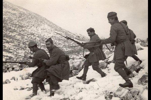 Αποτέλεσμα εικόνας για 28η οκτωβρίου 1940 οι στρατιωτες πολεμουν