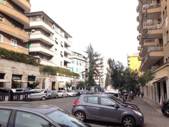 ROMA LIBIA AFFITTO NEGOZIO VIA NEMORENSE 2 VETRINE