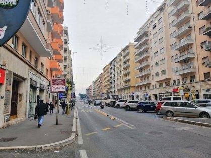 Viale Libia Affitto Negozio con Canna Fumaria