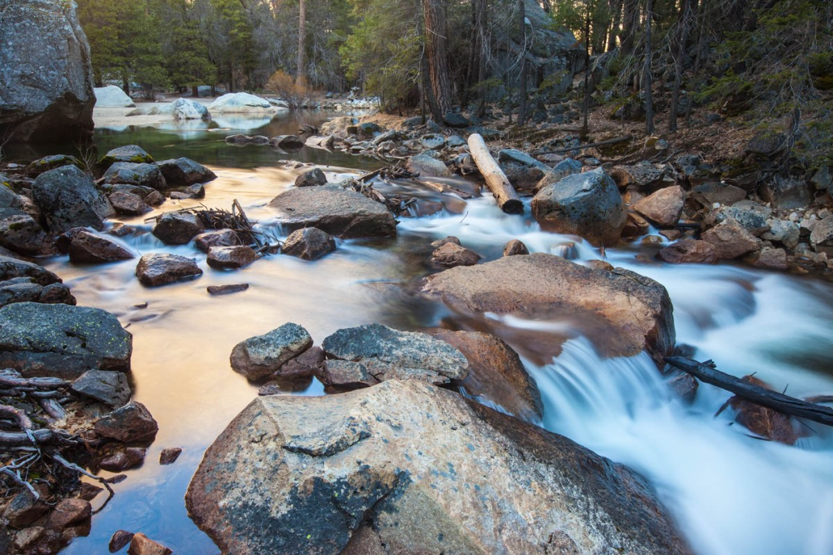 Hiking the Mist Trail in Yosemite National Park #mercedriver #vezzaniphotography