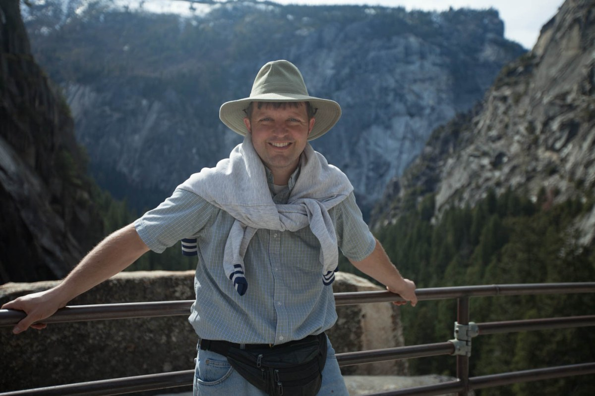 Hiking the Mist Trail in Yosemite National Park #vezzaniphotography