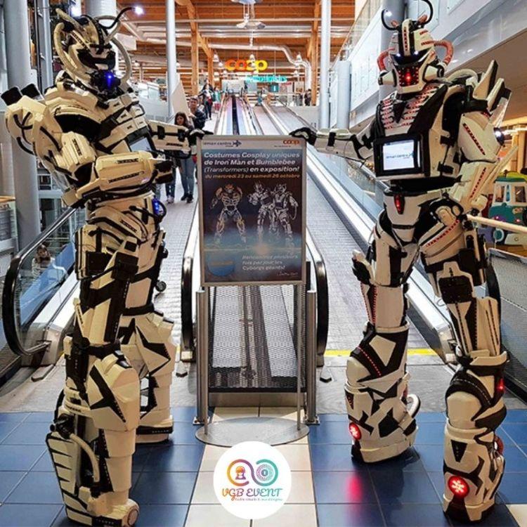 2 robots geant cyborgsgalerie marchande escalateur VGB EVENT