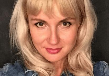 Жінка, яка викинула українські паспорти, загриміла в базу Миротворця (ФОТО) — DSnews.ua