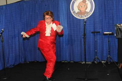 Jim Barber as Austin Powers dance emceeing the Super Thursday Show