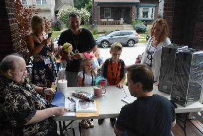 Jeff Dunham signing autographs on the Vent Haven front porch