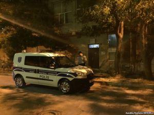 Polis Qanunun binası önündə