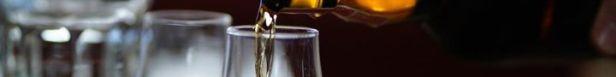 De seneste tre år er gennemsnitsprisen på flaskerne under auktionshammeren steget fra 1900 kroner til 3200 kroner og de mest sjældne flasker går for op mod 13 millioner kroner. Foto: PR.