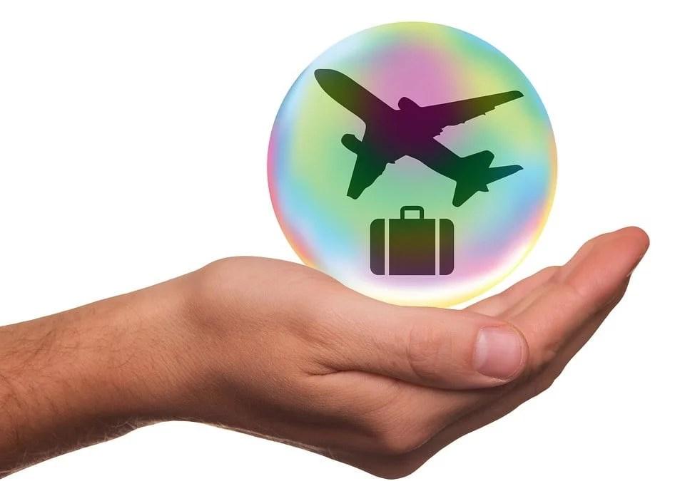 seguro viagem protegendo viajante