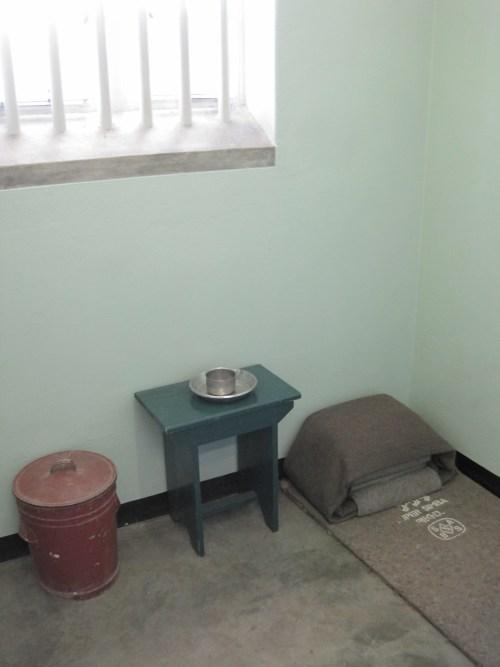 Essa é a cela onde Mandela ficou preso.