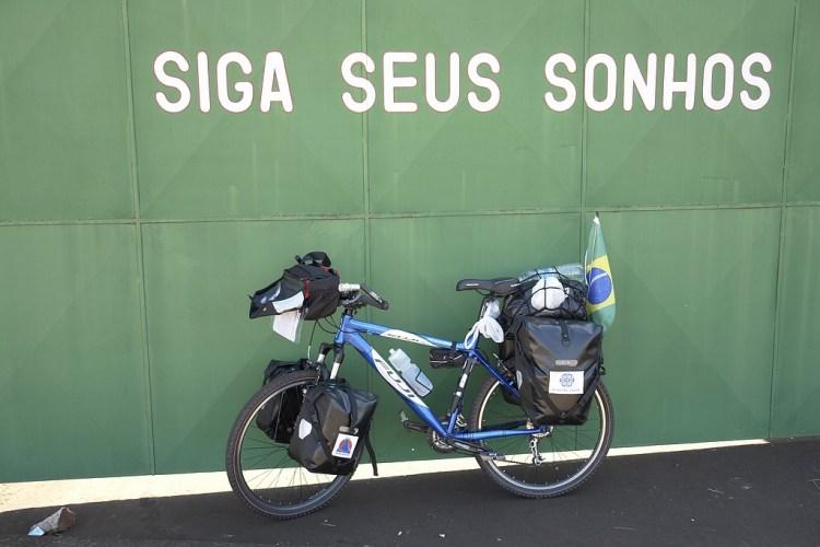 Beira de estrada, no Brasil