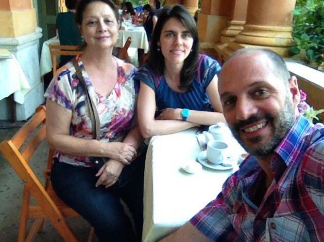 Eu, mamis e o Esteban curtindo o chá da tarde