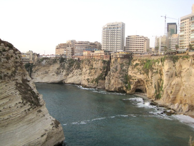 Vista que se tem passeando pela La Corniche