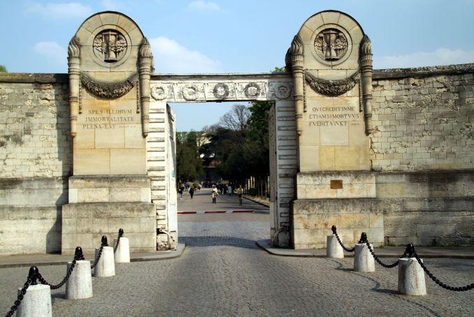 Vista da fachada do cemitério Père-Lachaise, em Paris (foto: Eduardo Vessoni)