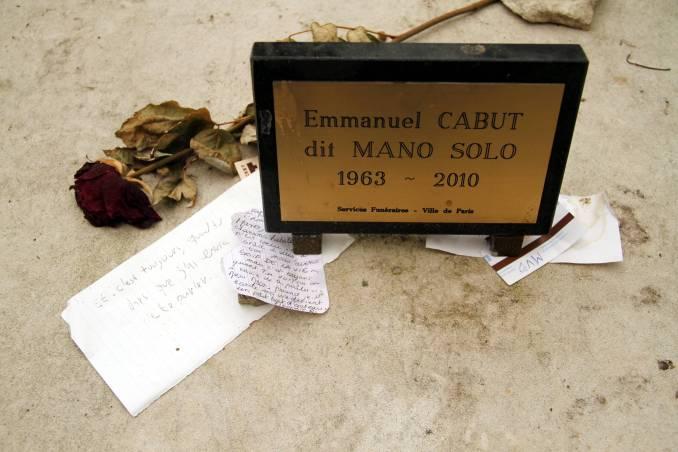 Túmulo de Mano Solo, cantor francês que faleceu aos 46 anos, vítima de múltiplos aneurismas cerebrais (foto: Eduardo Vessoni)
