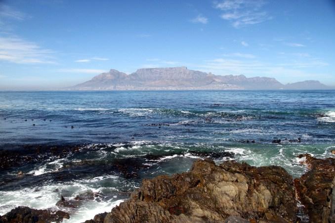 Montanha da Mesa vista da Robben Island, na Cidade do Cabo