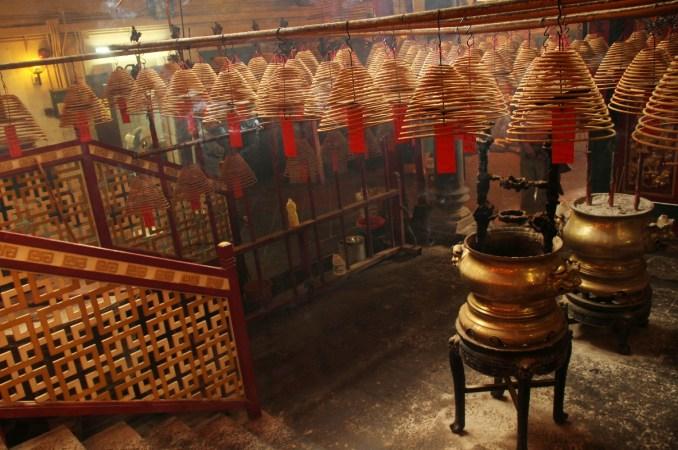 Interior do Man Mo Temple, templo em tributo aos deuses da Literatura e da Guerra (foto: Eduardo Vessoni)