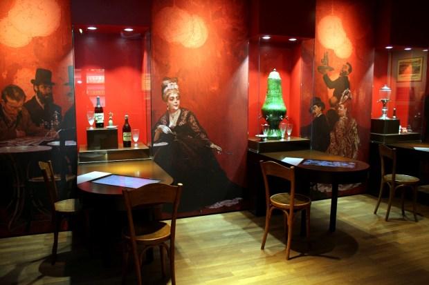 Ambiente recria cafés parisienses do período da Belle Époque (foto: Eduardo Vessoni)