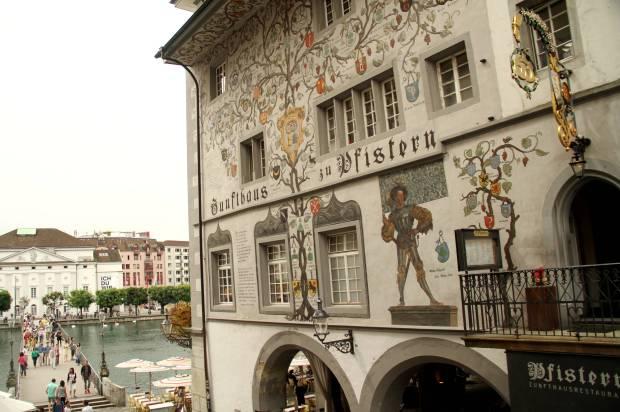 Fcahada de um dos edifícios da Kornmarket, no centro histórico de Lucerna (foto: Eduardo Vessoni)tner S.