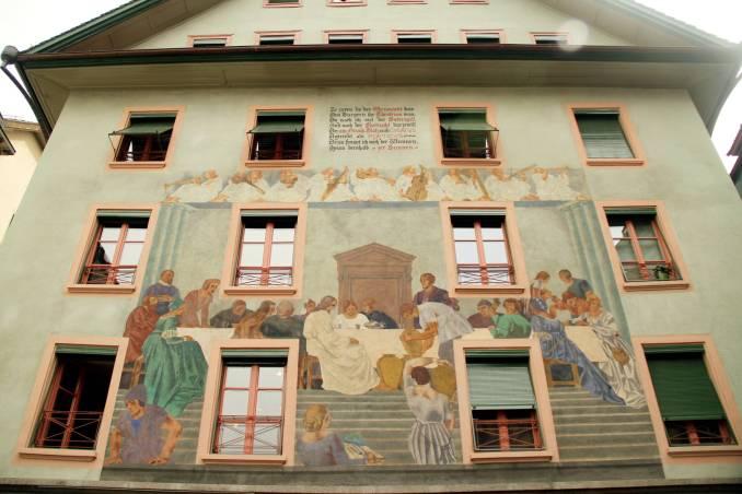 Fachada pintada por Eduard Renggli, em 1928, na Weinmarkt, no centro histórico de Lucerna (foto: Eduardo Vessoni)