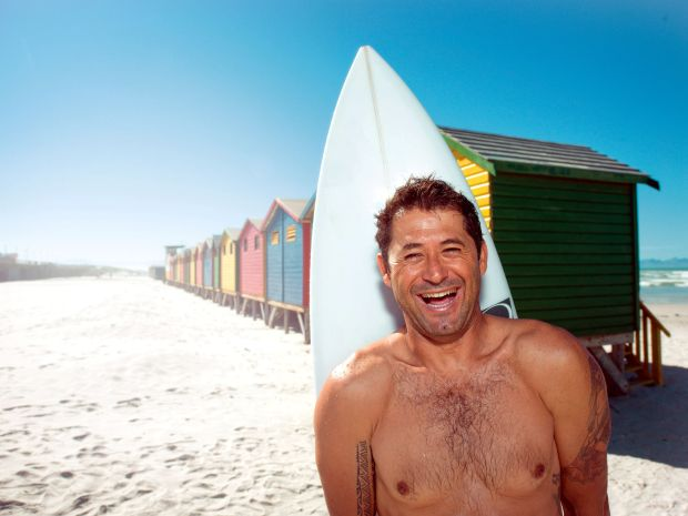 Everaldo Pato na praia de Muizenberg, na Cidade do Cabo (foto: Divulgação)