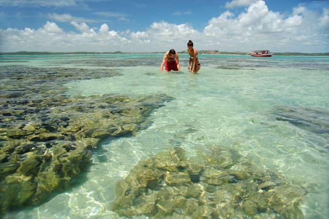 As piscinas naturais de Maragogi são as atrações mais populares da Costa dos Corais, no litoral norte de Alagoas (foto: Luis Eduardo Vaz / Divulgação)