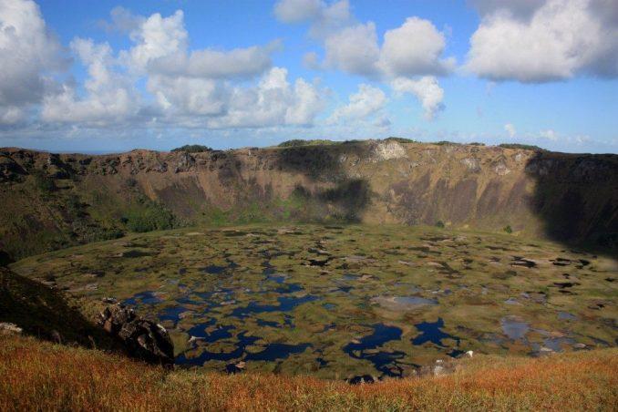 Vulcão Rano Kau, na Ilha de Páscoa (foto: Eduardo Vessoni)