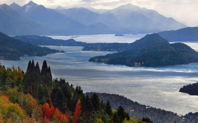 Bariloche visto do alto do Cerro Otto, um dos atrativos naturais desse destino da Patagônia argentina (foto: Bariloche Turismo/Divulgação)