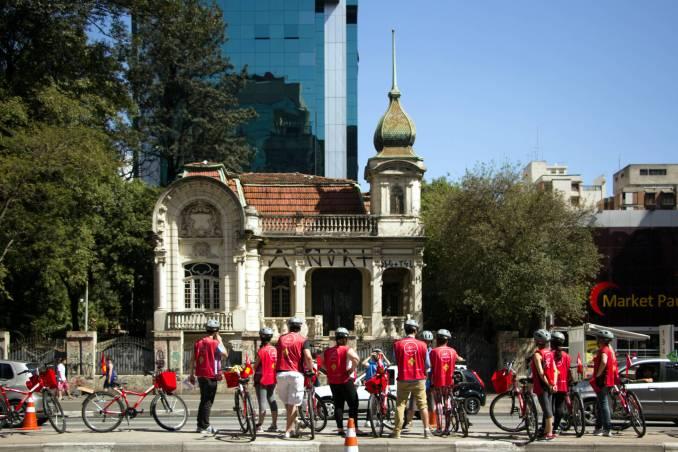 A avenida Paulista é uma das rotas dos passeios gratuitos de bicicleta que acontecem, nos finais de semana, em São Paulo (foto: Bike Tour SP/Divulgação)