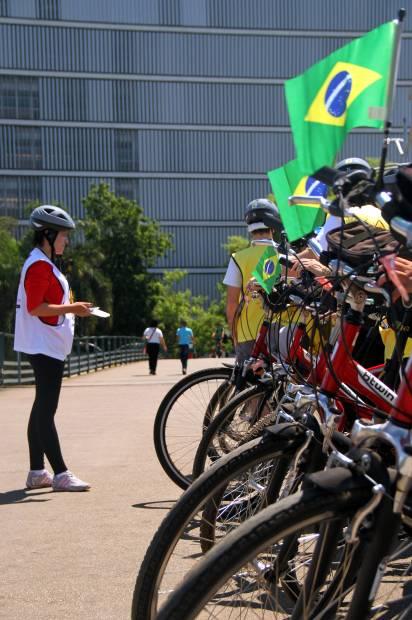 Grupo de ciclistas na região do Ibirapuera, em São Paulo (foto: Eduardo Vessoni)
