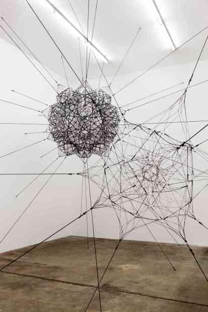 Obra do artista Tomás Sacareno, na Sammlung Boros, em Berlim (foto: Noshe/Divulgação)