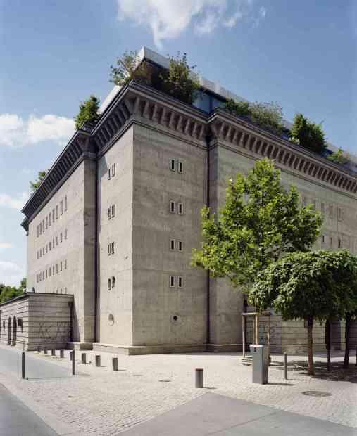 Fachada do bunkertrnsformado em galeria de arte, em Berlim (foto: Noshe/Divulgação)