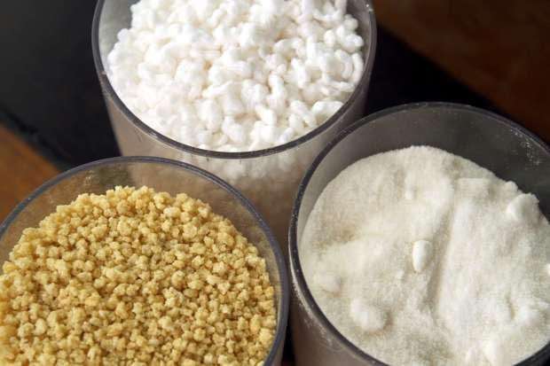 Sobre a mesa, sempre há açúcar, farinha d'água e farinha de tapioca (foto: Eduardo Vessoni)