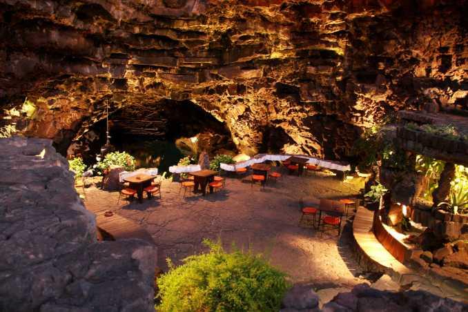 Interior do restaurante do Jameos del Agua, em Lanzarote, nas Ilhas Canárias, Espanha (foto: Eduardo Vessoni)