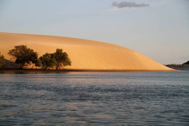 Final de tarde sobre a Duna do André, um dos clássicos da região de Galinhos (foto: Eduardo Vessoni)