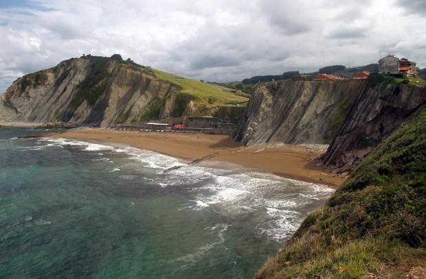O Flysch de Zumaia é uma atração geológica de 50 milhões de anos, localizada no trecho Getaria – Zumaia, no País Basco, na Espanha (foto: Eduardo Vessoni)