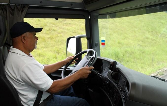 Test drive na Scania, uma das 11 empresas que fazem parte do roteiro de turismo industrial, no ABC paulista (foto: Eduardo Vessoni)