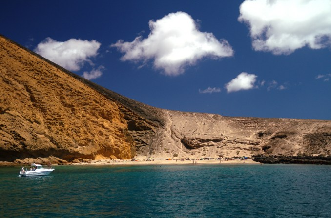 Playa de la Cocina, praia aos pés do vulcão Montaña Amarilla (foto: Eduardo Vessoni)