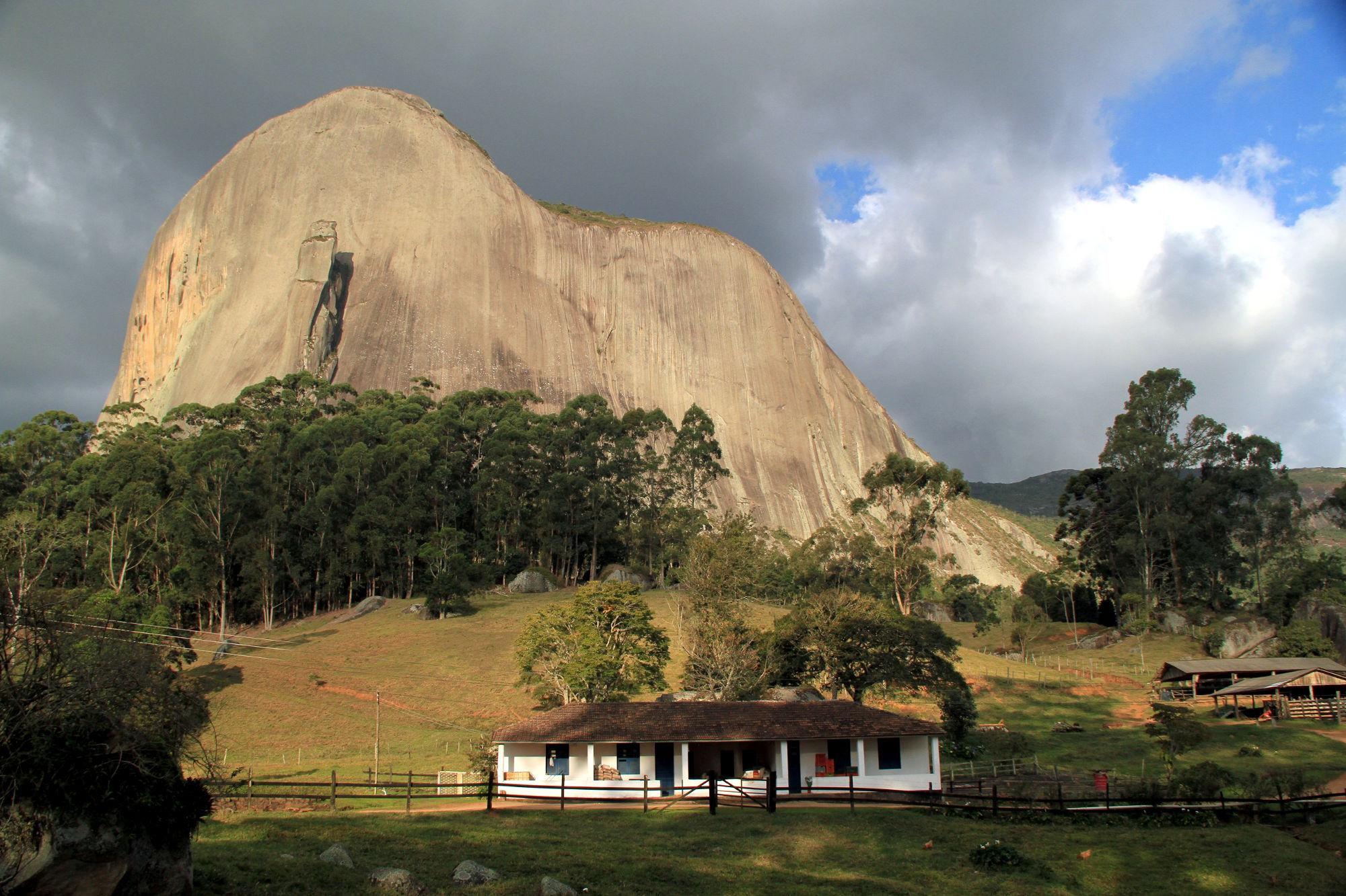 Montanha Espírito Santo fonte: i2.wp.com