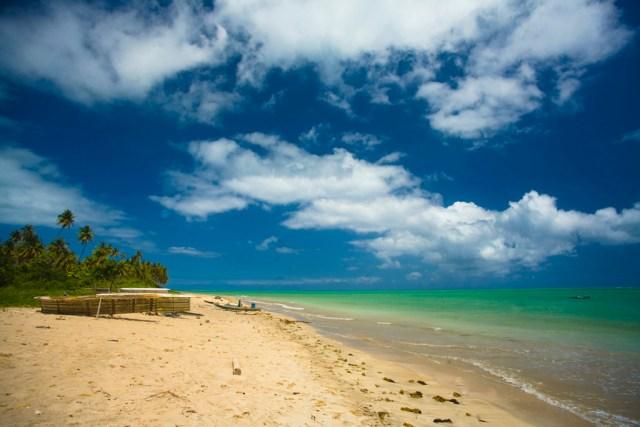 A Praia Patacho é a mais bonita da Costa dos Corais, com água cristalina e muitos coqueiros
