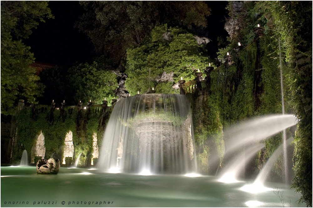 Villa d'Este, na Itália. Abertura noturna.