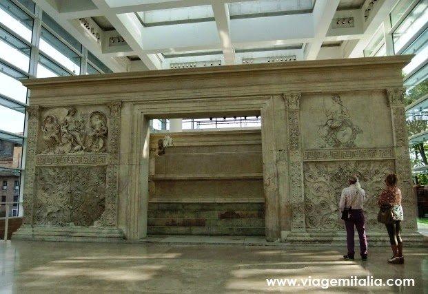 Museu de Ara Pacis em Roma: homenagem ao Imperador Augusto
