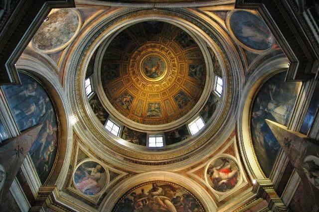 Cúpula da Capela Chigi em Roma. Obra de Rafael Sanzio