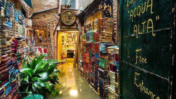 📚 O que ver em Veneza: Livraria Acqua Alta