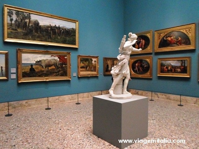 Pinacoteca de Brera, Milão. Atração aberta à noite durante o verão italiano